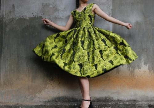 2020-03/1585226980-kobieta-w-sukience.jpg